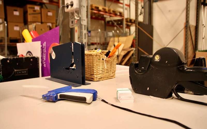 Arbetsbord med verktyg